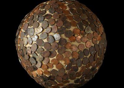 Sphère 1 clous tapissier - terre- 1998 photographie 100x100